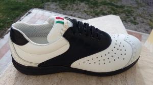 Doris` Walking-Schuh: weiß-schwarze Claudia-Variation