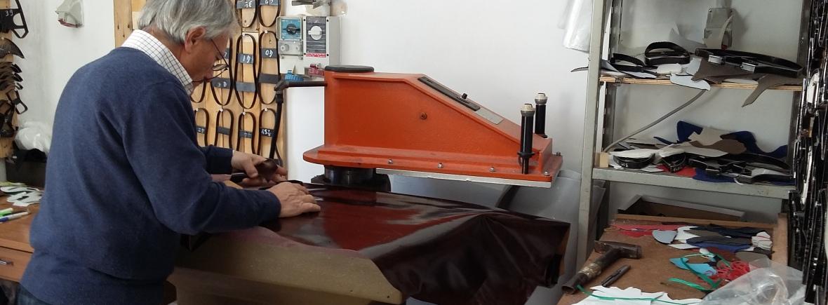 Strapazierfähiges Leder wird ausgewählt