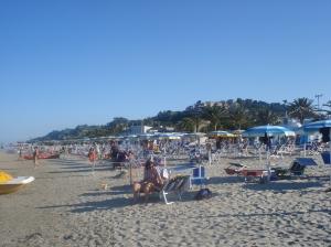 Badefreuden in Cupra Marittima am flachen Adria-Sandstrand