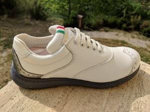 Capri: Weiß, hinten Silber, unten Grau