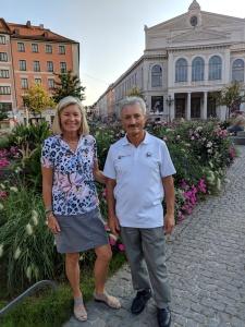 Blumenpracht: Enrico und ich am Gärtnerplatz