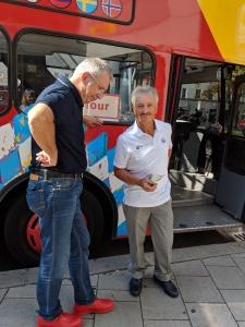 Stadtrundfahrt: Enrico entdeckt München vom Bus-Oberdeck aus.