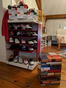 Belleggia-Schuhe in jeder Größe stehen zur Anprobe bereit.