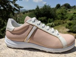Birgit: Sneakers Form mit Deko-Element