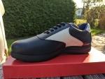 Dunkelblau-Weiß Sneakers Form