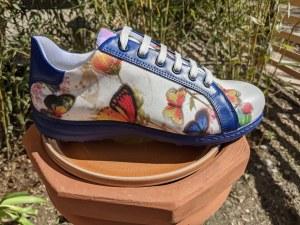Farfalle-blaue Sneakers-Form