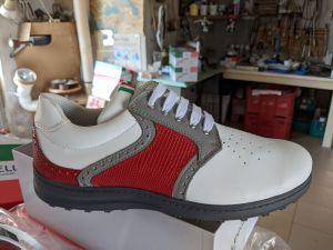Grau-Rot-Weiß