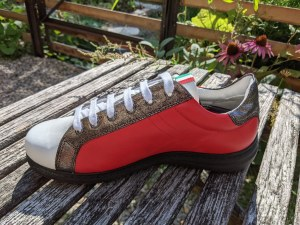 Rosso-Altsilber Sneakers-Form
